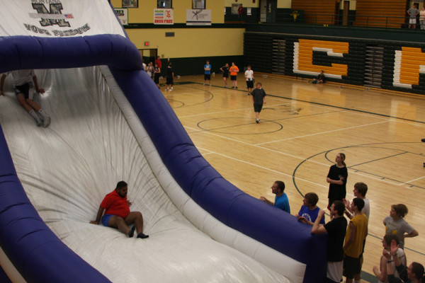 Students+navigate+National+Guard+obstacle+course