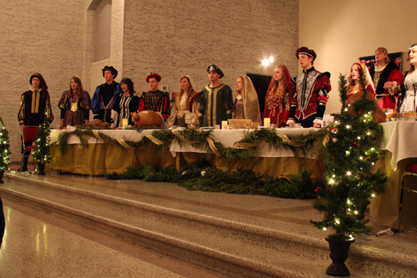 Singers%2C+performers+entertain+at+Madrigal+Dinner