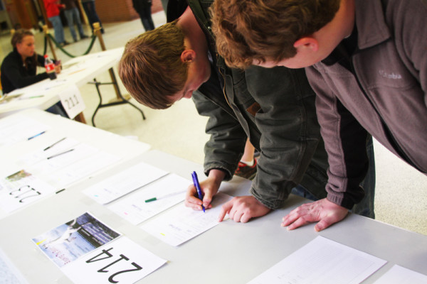 Students+sign+up+for+Senior+Project+presentations