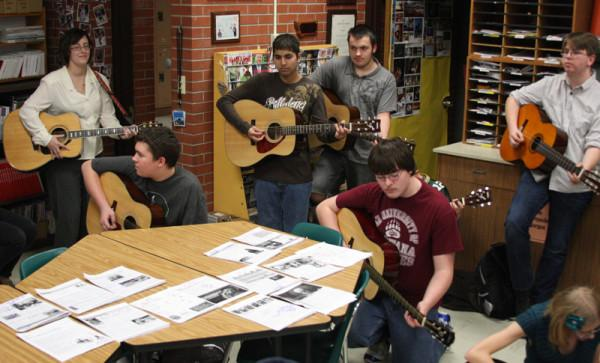 Guitar+students+perform+holiday+tunes