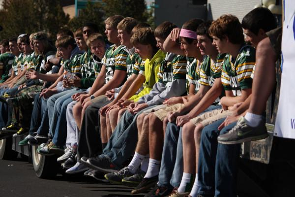 RUSTLER+FOOTBALL+TEAM+RIDES+TO+HOMECOMING+VICTORY
