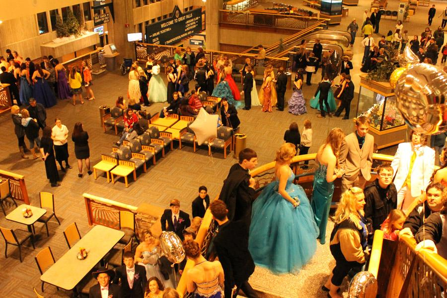 STUDENTS+FLOCK+TO+GREAT+FALLS+INT%27L+AIRPORT+FOR+ANNUAL+PROM