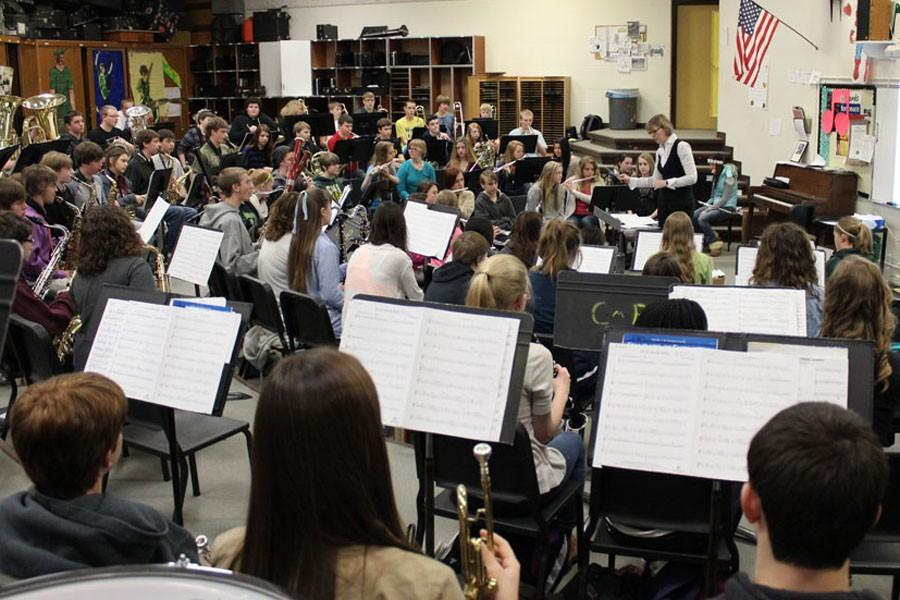 NORTH+MIDDLE+SCHOOL+PRACTICES+WITH+SYMPHONIC+BAND