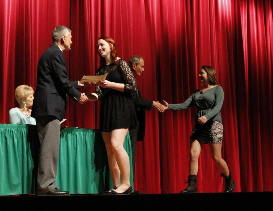 Students+recognized+at+Heisey+Awards