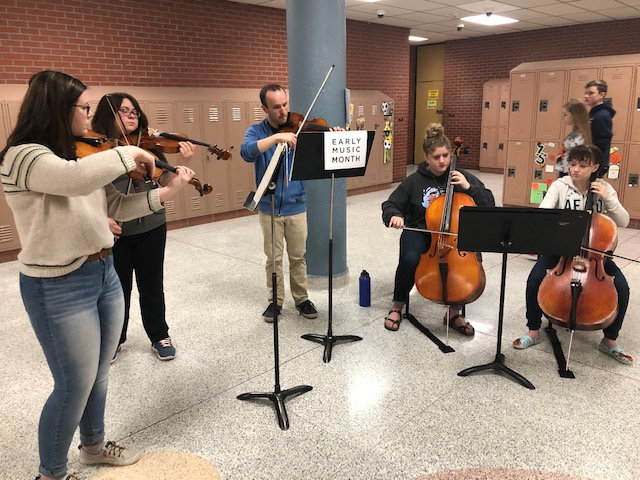 Orchestra+greets+students+with+Early+Music