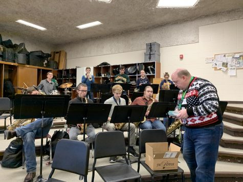 Russtones serenade students before winter break